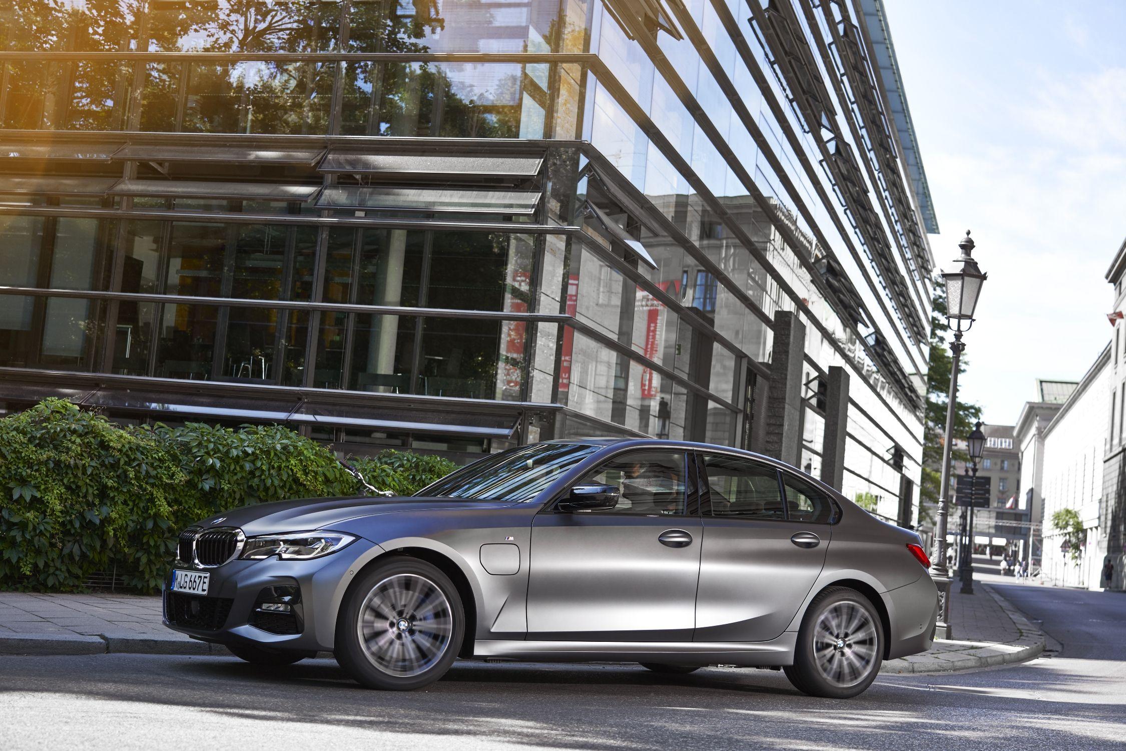 Nuevos BMW Serie 3 y BMW Serie 5 Berlina Híbridos Enchufables