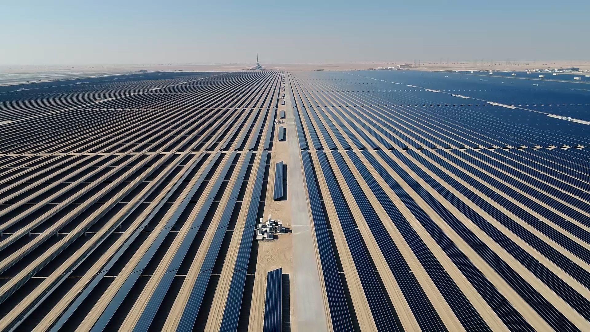 BMW Group se abastece de aluminio producido con energía solar, con un ahorro de CO2 de unos 2,5 millones de toneladas para 2030.