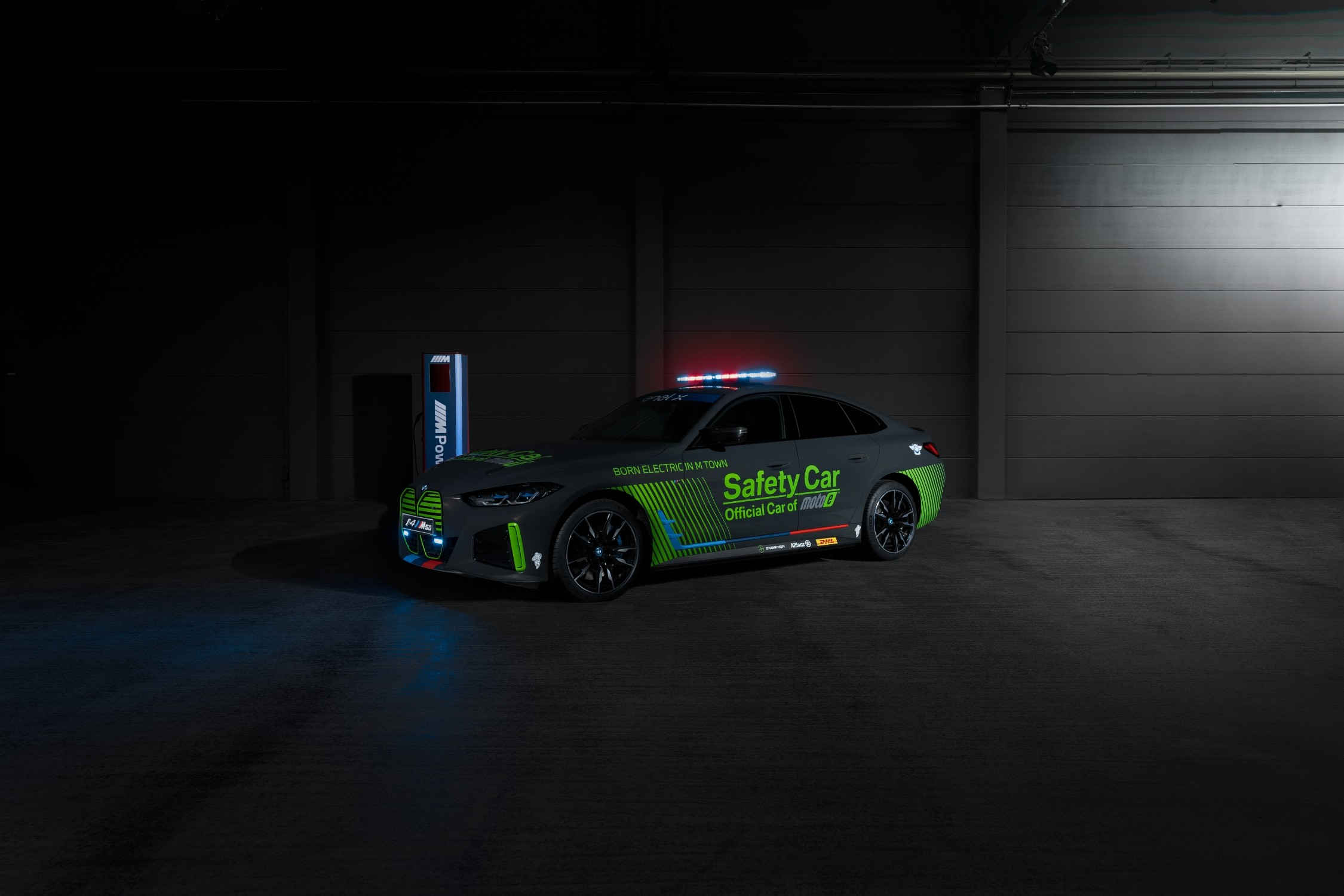 BMW M presenta el nuevo BMW i4 M50 Safety Car como coche oficial de MotoGP™