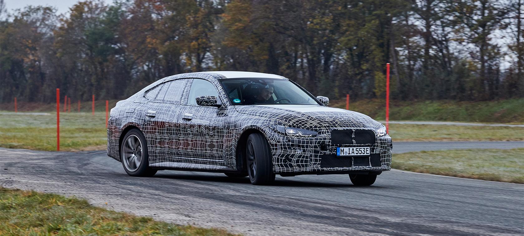 El BMW i4 muestra su dinamismo durante la fase final de pruebas