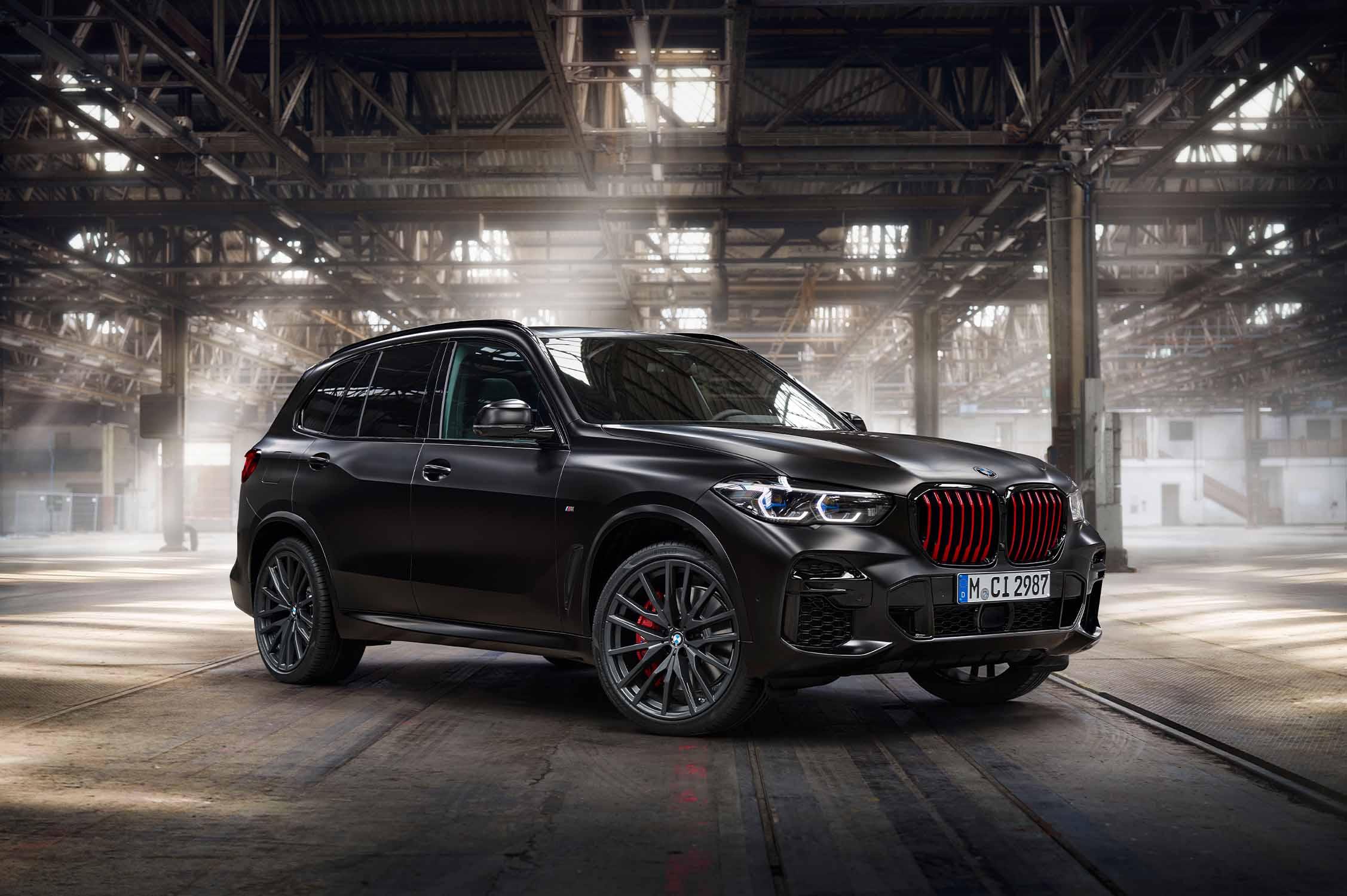 Aura individual, presencia impresionante: BMW X5 edición limitada Black Vermilion